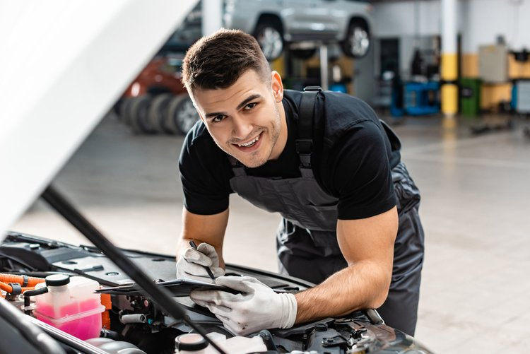 mechanic at auto repair